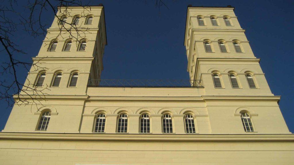 Ansicht der beiden Kirchentürme in Straupitz